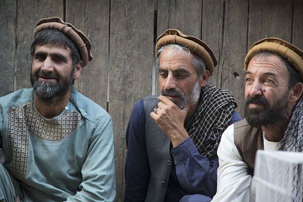 Picture of Afghani people (Afghanistan): Men at Ka Faroshi market in Kabul