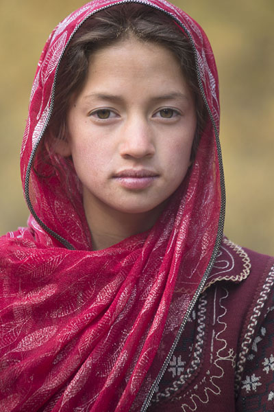 Picture of Afghani people (Afghanistan): Girl near Bamiyan