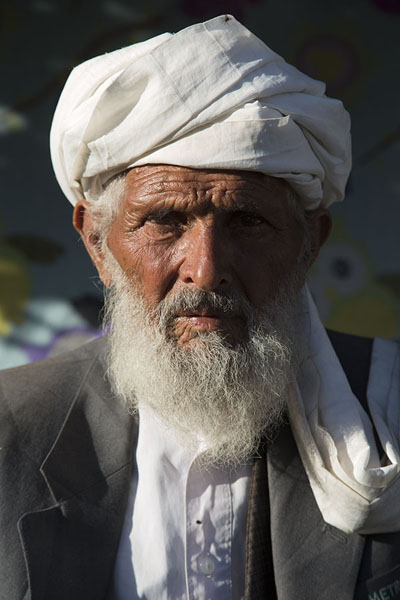 Picture of Afghani people (Afghanistan): Man with turban in the streets of Herat