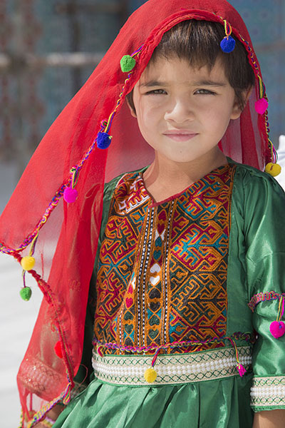 Picture of Afghani people (Afghanistan): Girl with colourful dress in Mazar-e-Sharif