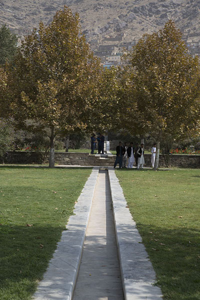 Looking up the Gardens of Babur with marble watercourse in the middle | Jardines de Babur | Afghanistán
