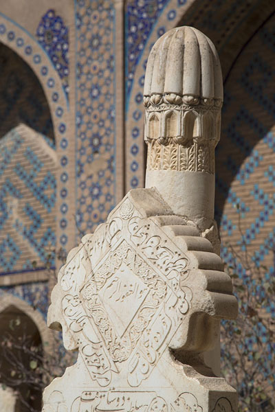 Close-up of tombstones with decorated wall in the background | Gazar Gah | Afghanistán