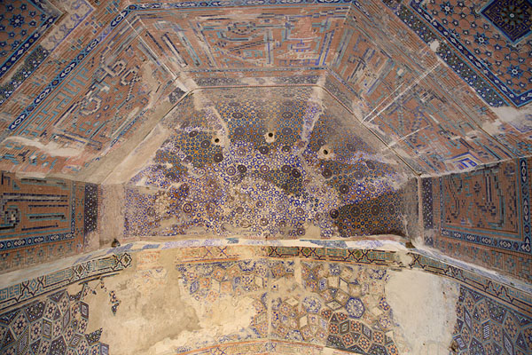 Picture of Gazar Gah (Afghanistan): Looking up the decorations in the vault behind the tomb of Ansari