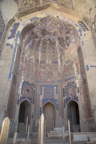 Picture of Gazar Gah (Afghanistan): Large parts of the wall of the shrine of Ansari are still decorated