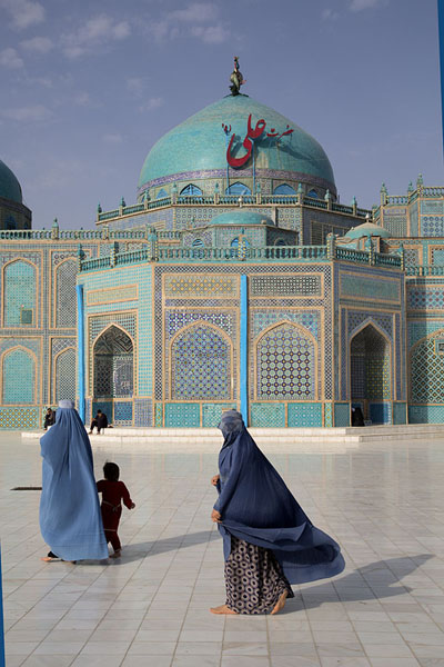 Women in burqa walking towards the Blue Mosque in the morning | Hazrat Ali Shrine | Afghanistan