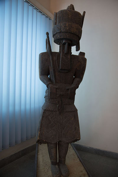 Picture of Kabul Museum (Afghanistan): Wooden sculpture of male ancestor figure from Nuristan
