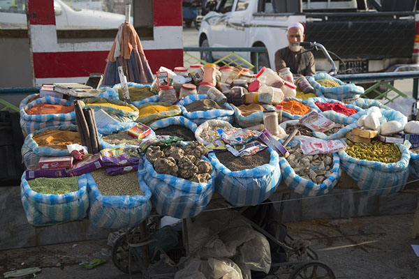 Selling products for cooking | Mazar-e-Sharif Bazaar | Afghanistán