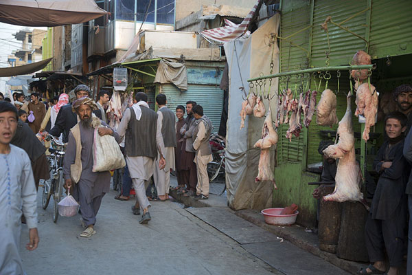 Foto van Corpses of animals hanging down at a butches in the bazaarMazar-e-Sharif - Afghanistan