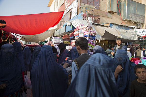 Women gathering around a streetstall with clothes | Mazar-e-Sharif Bazaar | Afghanistán