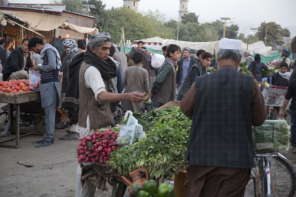 Foto van Vegetable section of the enormous bazaar of Mazar-e-SharifMazar-e-Sharif - Afghanistan