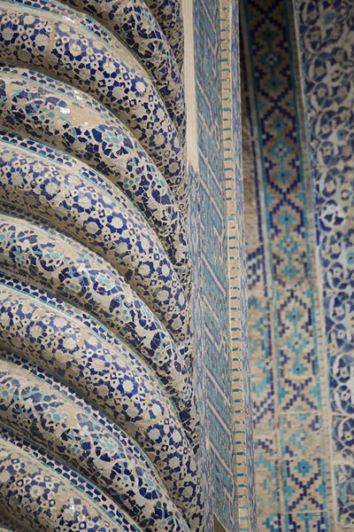 Foto di Detail of the Green Mosque with ribbed columnBalkh - Afghanistan