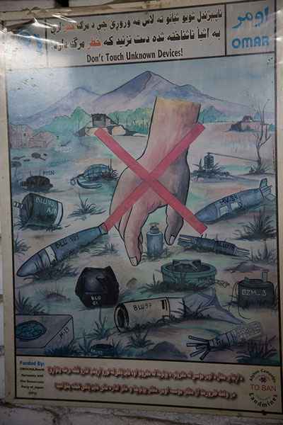 One of the posters warning people not to pick up unknown devices | OMAR mine museum | 阿富汗