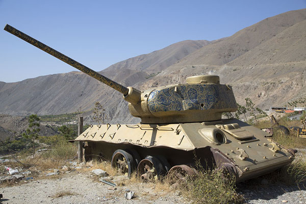 Soviet tank with decorations in the Panjshir valley - 阿富汗