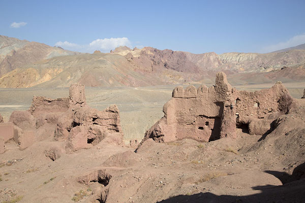 Walls and towers of the Red City with barren landscape in the background | Shahr-e-Zohak | Afghanistan