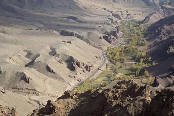 Photo de View from the top of Shahr-e-Zohak towards the eastShahr-e-Zohak - Afghanistan