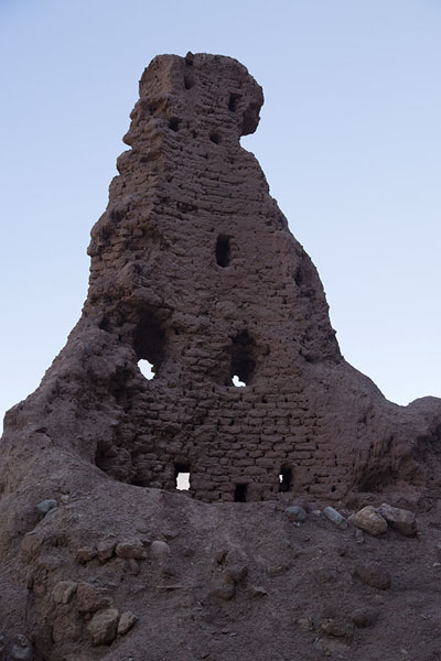 Photo de Ruins of a tower of the Red City, or Shahr-e-ZohakShahr-e-Zohak - Afghanistan