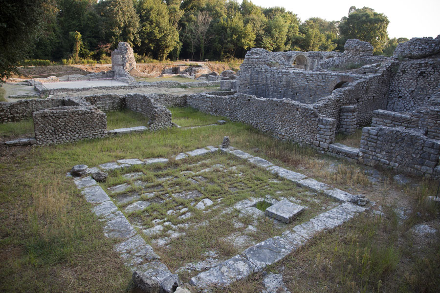 Picture of Butrint (Albania): Ruins of a house with atrium in the middle of Butrint