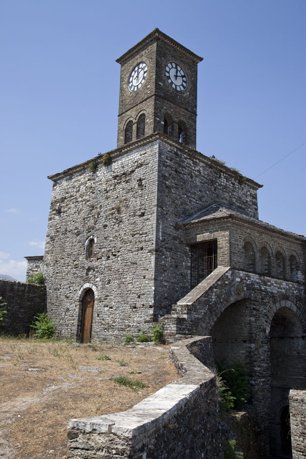 The clock-tower on the far side of the castle | Gjirokastër Castle | Albanie