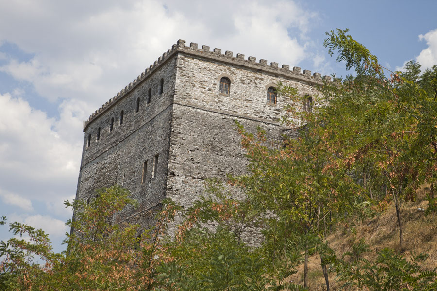 Picture of Gjirokastër Castle (Albania): Looking at a building of the castle of Gjirokastër from below