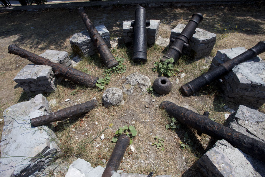 Picture of Gjirokastër Castle (Albania): Circle of cannons of Ali Pasha on display outside the castle of Gjirokastër