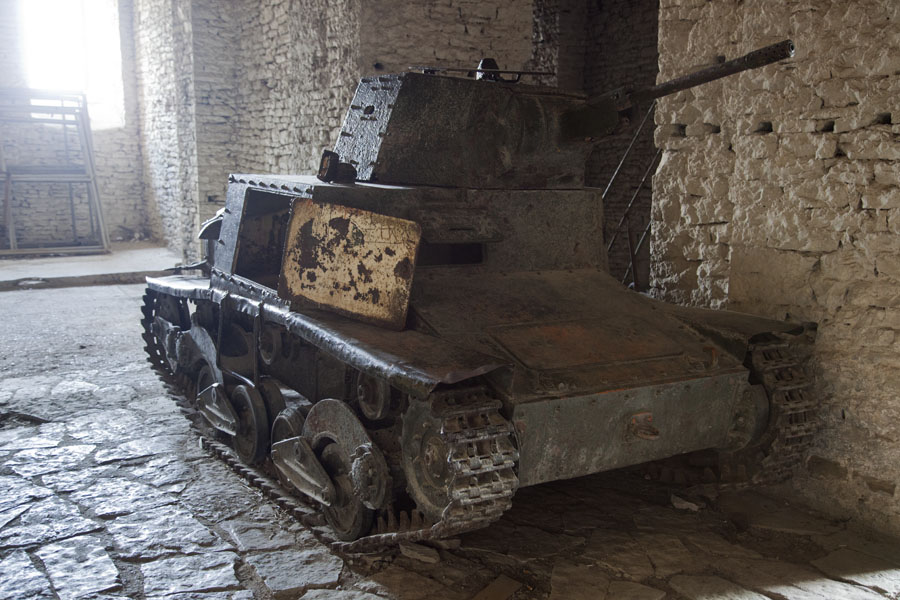 Old Fiat tank in the Gallery of the castle | Gjirokastër Castle | Albanie