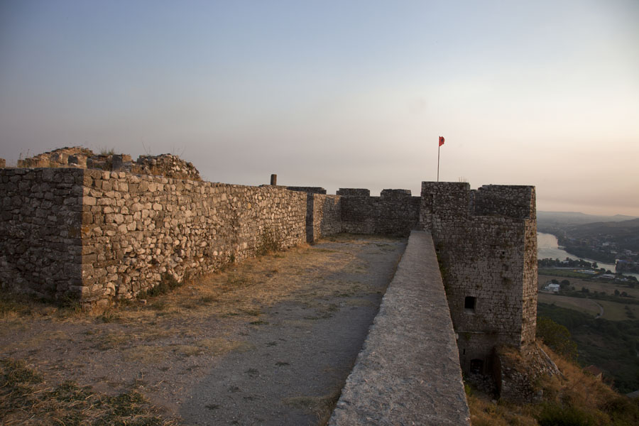 Picture of Looking along the wall of Rozafa castle with one of the bastions