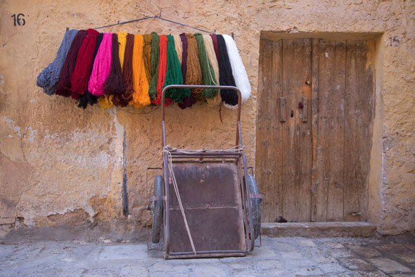 Foto van Closed shop with wares of another shop exposedGhardaïa - Algerije