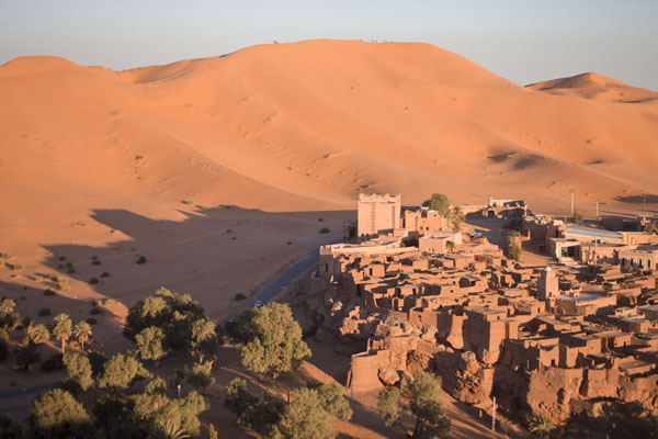 The old town of Taghit at the foot of tall sand dunes | Taghit | Algeria