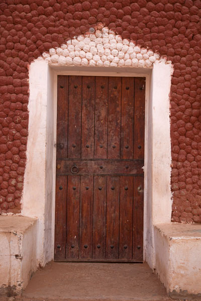 Wooden door in typical building in Timimoun | Vielle ville de Timimoun | Algérie