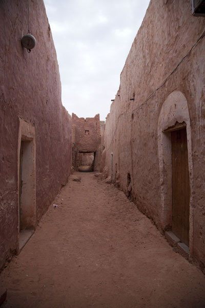 Streets of Timimoun are lined with adobe buildings | Vielle ville de Timimoun | Algérie