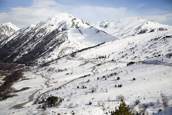 The snowy landscape on the French side of Envalira mountain pass | Port d'Envalira | Andorre