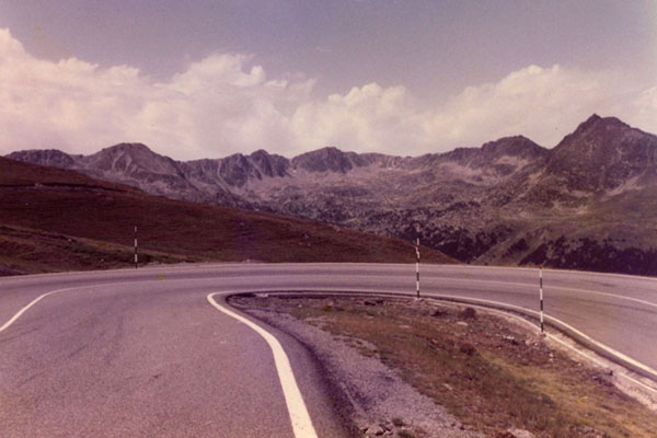 Foto di View over the Pyrenees with curve of the Envalira mountain pass in 1983 - Andorra - Europa