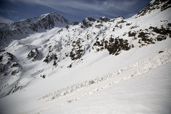 Mountains with snow and traces of avalanches at the higher parts above Pla de l'Estany | Pla de l'Estany | Andorra