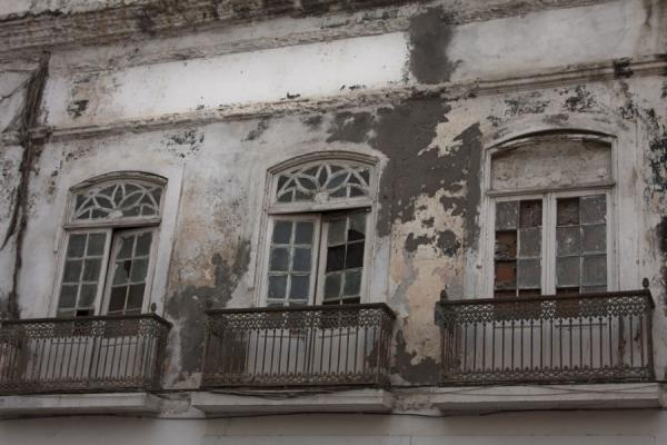 Foto di Windows and balconies in a colonial house in Baixa LuandaBaixa Luanda - Angola
