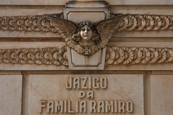 Picture of Alto das Cruzes cemetery (Angola): Close-up of a tombstone with an angelic figurehead at the Cemitério de Alto das Cruzes