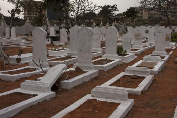 Picture of Alto das Cruzes cemetery (Angola): White tombstones near the ossuary of the heroes of the great war