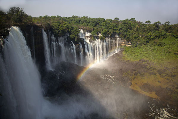 View of Kalandula Falls with rainbow from the viewpoint | Kalandula watervallen | Angola