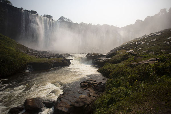 Foto van Morning view of Kalandula Falls from the baseKalandula - Angola
