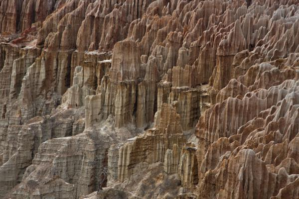 Foto di Close-up of pinnacles of the cliffs at the Miradouro da LuaMiradouro da Lua - Angola