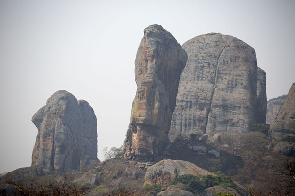 Foto van Giant rock formations sticking out of the landscape at Pungo AndongoPungo Andongo - Angola