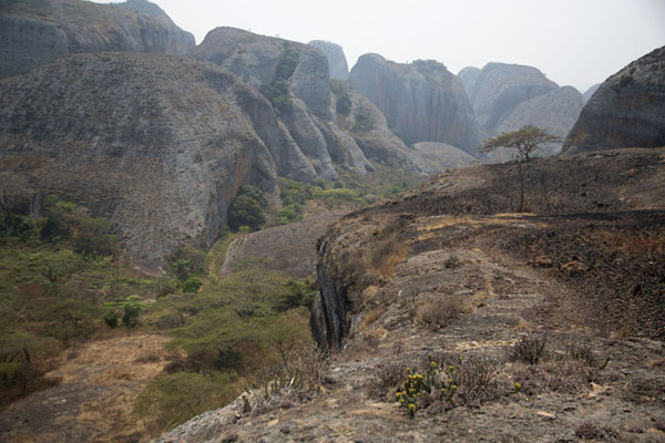 Photo de View of the rocky landscape at Pungo Andongo from the top of one of the rocksPungo Andongo - Angola