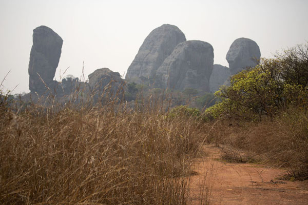 Foto van Dirt track with rock formations at Pungo AndongoPungo Andongo - Angola