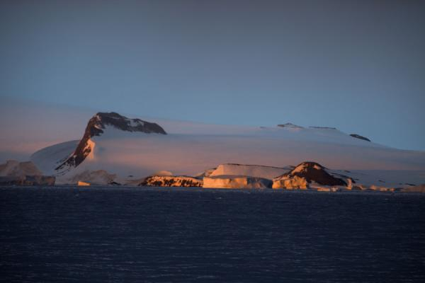 Picture of Antarctic Sound (Antarctica): Warm light falling on a cold continent: sunset over Antarctica