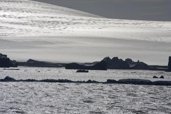 Photo de Sunlight reflected off the icy landscape of AntarcticaDétroit Antarctic - Antarctique