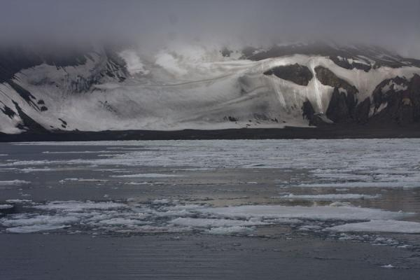 Ice floes and snow on the wall of the caldera inside Deception Island | Deception Island | Antártida