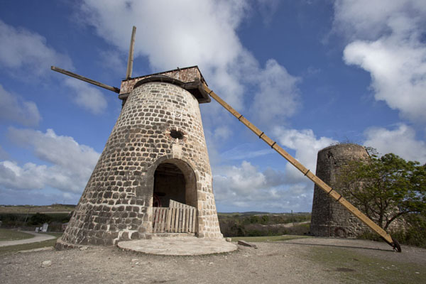 The windmills of Betty's Hope, with the restored windmill in the foreground | Betty's Hope Plantation | Antigua y Barbuda