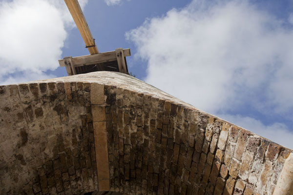 Looking up the restored windmill from below | Betty's Hope Plantation | Antigua en Barbuda