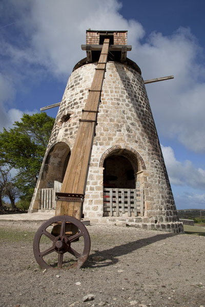 Looking up the windmill of Betty's Hope | Betty's Hope Plantation | Antigua y Barbuda