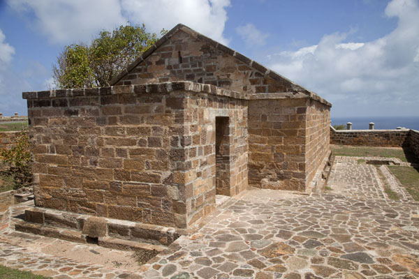One of the buildings at the top of Blockhouse Hill | English Harbour | Antigua y Barbuda