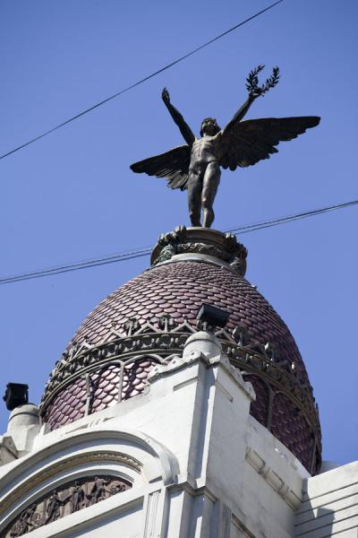Picture of Avenida 9 de julio (Argentina): Cupola on building on Avenida 9 de Julio adorned with a statue